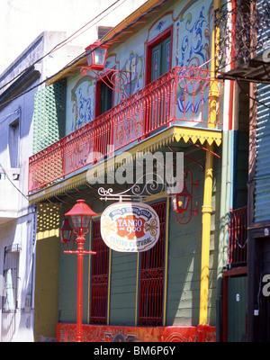Les bâtiments aux couleurs pastel, la rue Caminito, la Boca, Buenos Aires, Argentine Banque D'Images