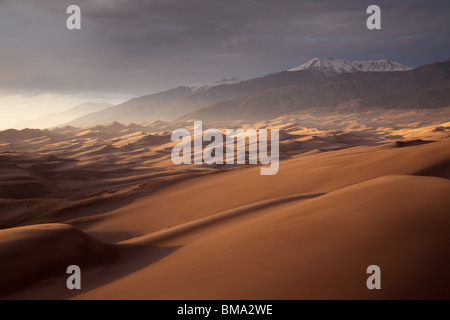 Dunefield et montagnes Sangre de Cristo, Great Sand Dunes National Park, Colorado