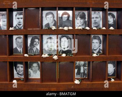 Nouvelle fenêtre du souvenir au Mémorial du Mur de Berlin à la rue Bernauer à Berlin Allemagne Banque D'Images
