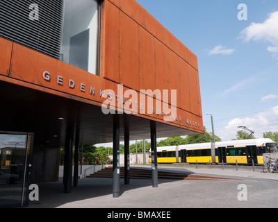 Nouveau Mémorial du Mur de Berlin centre d'accueil des nouveaux à côté de la rue Bernauer recréé la bande de la Banque D'Images