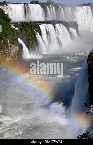 Salto Floriano et arc-en-ciel, Iguassu Falls, parc national de l'Iguazu, Puerto Iguazu, Brésil de l'Argentine prises Banque D'Images