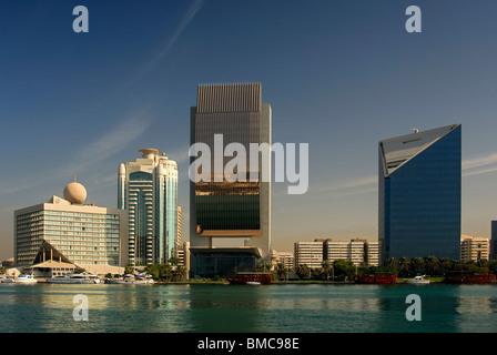 Architecture moderne sur les rives de la Crique de Dubaï, Dubaï, Émirats Arabes Unis Banque D'Images