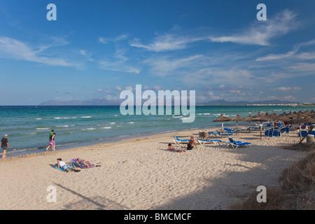 La plage de Playa de Muro, à la fin de l'été soleil la baie d'Alcudia Majorque Majorque Espagne Europe EU Banque D'Images