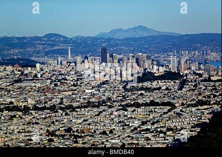 Vue aérienne au-dessus de San Francisco skyline Mount Diablo Californie Banque D'Images
