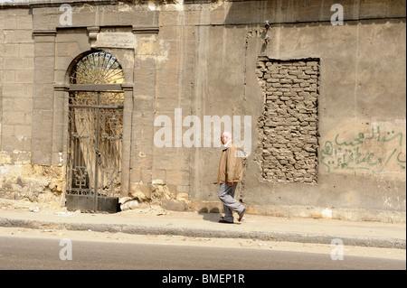 Ancien complexe funéraire des cimetières dans le sud du Caire, ville des morts Banque D'Images