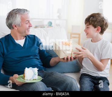 Père et fils d'anniversaire Banque D'Images
