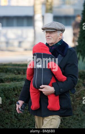 Parent âgé et bébé Banque D'Images