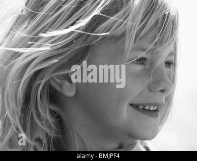 La Scandinavie, la Suède, Vastergotland, Close-up of girl smiling Banque D'Images