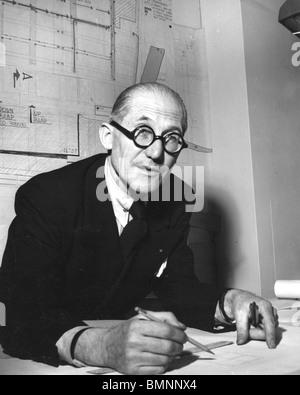 - L'architecte franco-suisse Le Corbusier (1887-1965) ici en 1946 Banque D'Images