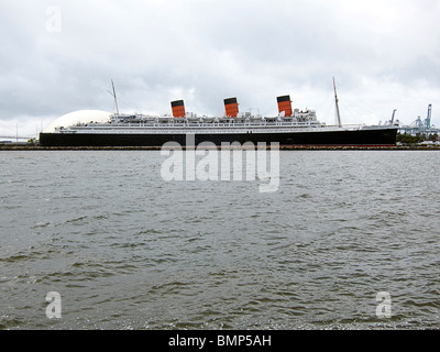 RMS Queen Mary, un paquebot, amarré en permanence à Long Beach, Californie, agissant comme un bateau musée et l'hôtel. Banque D'Images
