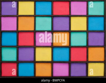 Sable multicolore motif dans une grille en bois Banque D'Images