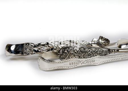Sucre d'argent anglais antique tonnes/pin et crochet bouton; illustrant les types de décoration et d'ornement. Banque D'Images