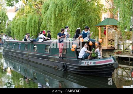 15-04 sur le Regent's Canal à Camden, Londres, Angleterre, Royaume-Uni Banque D'Images