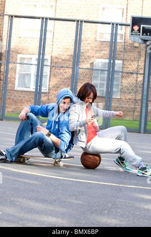 Les jeunes en zone urbaine Banque D'Images