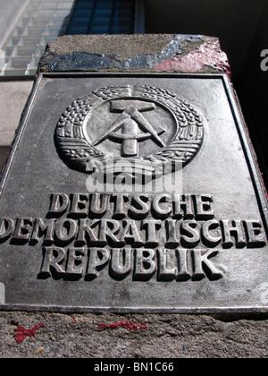 Détail de l'Allemagne de l'ancienne inscription à Checkpoint Charlie à Berlin Allemagne Banque D'Images