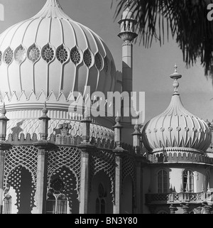 Brighton Royal Pavilion, photo gay de John. East Sussex, Angleterre, 1940 Banque D'Images