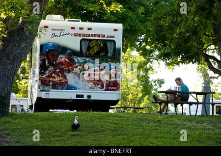 Camping-location campervan RV sur un camping Texas, États-Unis