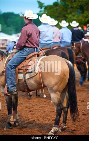 Les membres de l'érythroblastopénie de cow-boy à cheval Le cheval à l'événement rodéo de Bridgeport, Connecticut, USA