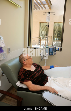 Cancer patient, Gayle, DeVilbiss subit une chimiothérapie, Tucson, Arizona, USA. Banque D'Images