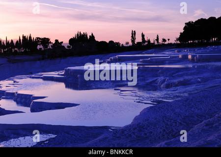 Coucher de soleil sur les sources thermales de Pamukkale Turquie Asie Mineure Banque D'Images