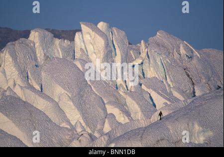 Climber marche sur l'Alaska Glacier Matanuska Ridge Banque D'Images