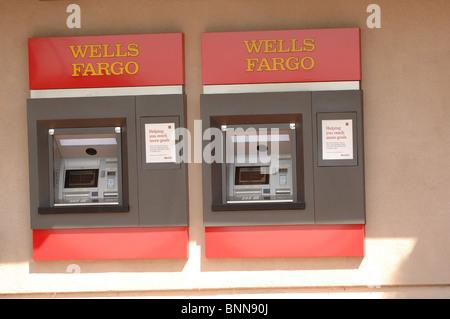 Deux distributeur de Wells Fargo (Distributeur automatique de billets). Banque D'Images