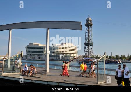 Rambla del Mar, le Port Vell, l'immeuble du World Trade Centre et la Tour de Jaume 1 dans le dos, Barcelone, Espagne, Europe