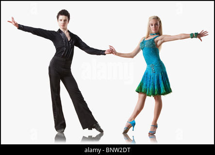 Couple d'effectuer la danse de salon Banque D'Images