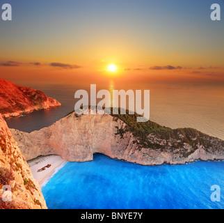 Un panorama de coucher de soleil sur l'île de Zakynthos, Grèce Banque D'Images
