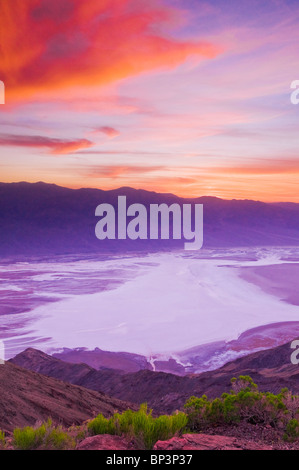 Coucher de soleil sur la vallée de la Mort de Dante's view, Death Valley National Park. Californie Banque D'Images
