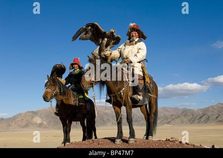 Les hommes de l'Altaï kazakh au Festival de l'Aigle Banque D'Images
