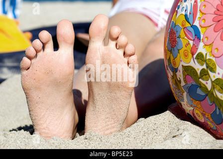 Pieds dans le sable Banque D'Images