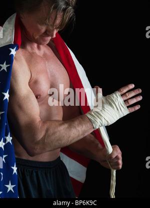 L'homme portant un drapeau américain comme une cape Banque D'Images