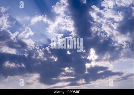 Soleil et nuages Banque D'Images