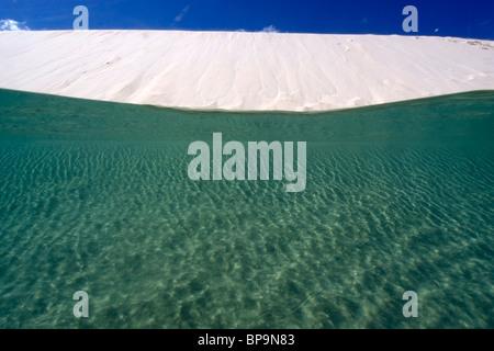 Dunes de sable rempli d'eau de pluie,, Lencois Maranhenses Maranhao, Brésil Banque D'Images