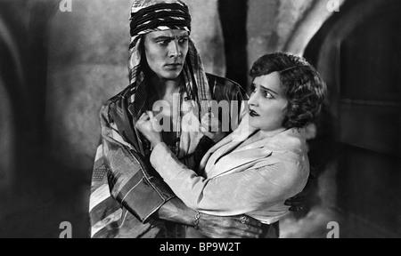RUDOLPH VALENTINO, AGNES AYRES, LE FILS DU CHEIKH, 1926 Banque D'Images