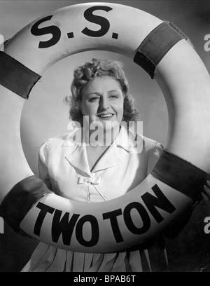 TESSIE O'Shea LA VOIE À SUIVRE (1944) Banque D'Images