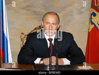 Le président russe Vladimir Poutine est titulaire d'un certain nombre de réunions le 28 novembre 2005 Banque D'Images