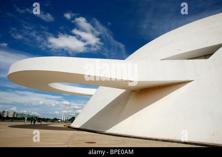 Musée National ou le Musée National, conçu par Oscar Niemeyer, Brasilia, Brésil. Banque D'Images