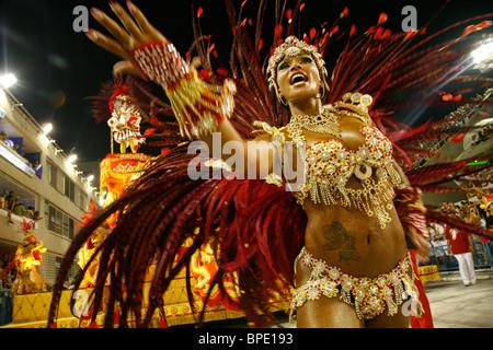 Défilé de carnaval à le Sambodrome, 2010, Rio de Janeiro, Brésil. Banque D'Images