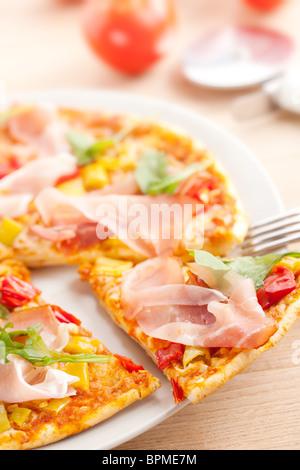 pizza sur la plaque Banque D'Images