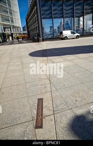 Berlin;Allemagne;Europe, mur de Berlin, ou Berliner Mauer. L'ancien mur de Berlin sur la chaussée de marqueur à Banque D'Images