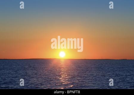 Mer Méditerranée coucher du soleil lever de soleil orange horizon blue Banque D'Images