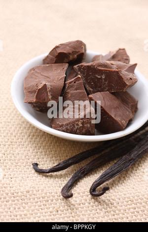 Morceaux de chocolat et de vanille Banque D'Images