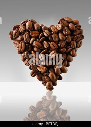 """""""Grains de café dans une forme de coeur, j'aime le café photo, Photo & image Banque D'Images"""