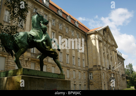 Vue extérieure de la Kammergericht, Édifice de la Cour suprême dans l'Heinrich von Kleist park Banque D'Images