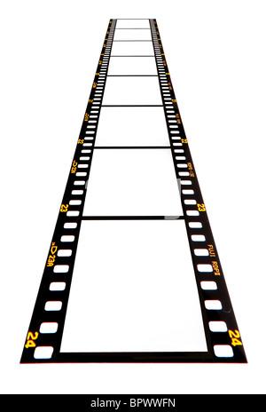 Bande de film 35 mm en blanc sur un fond blanc prêt pour vos images à insérer. Film dia Fujichrome. À partir de Banque D'Images