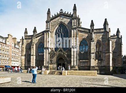 La cathédrale St Giles dans High Street Le Royal Mile d'Édimbourg en Écosse avec entrée principale comme vu d'ouest Banque D'Images
