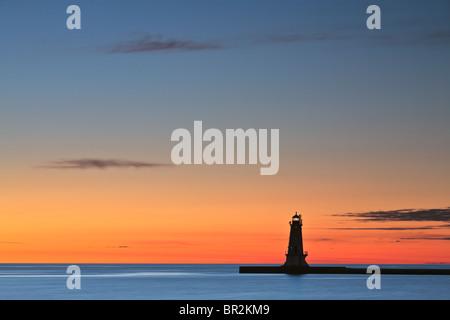 Le brise-lames Nord phare de Stearns Park à Ludington, Michigan Banque D'Images