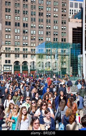 Apple Store 5ème Avenue à New York City par Bohlin Cywinski bâtiment verre Jackson Banque D'Images